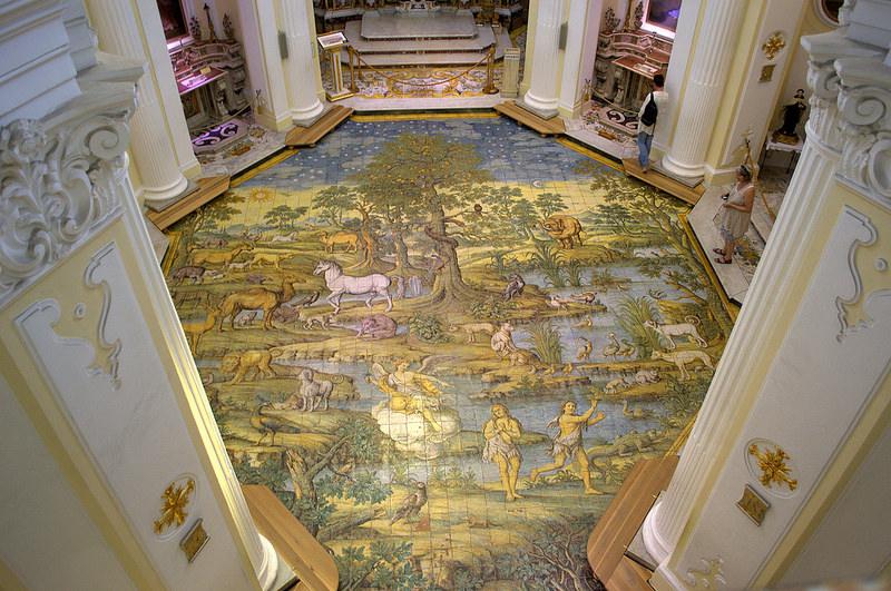 Famoso pavimento maiolicato della chiesa di S. Michele raffigurante la cacciata di Adamo ed Eva dal Paradiso terrestre