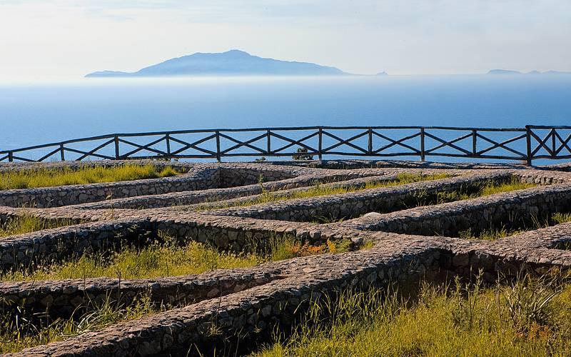 Rovine archeologiche di Villa Damecuta voluta dall'Imperatore Tiberio